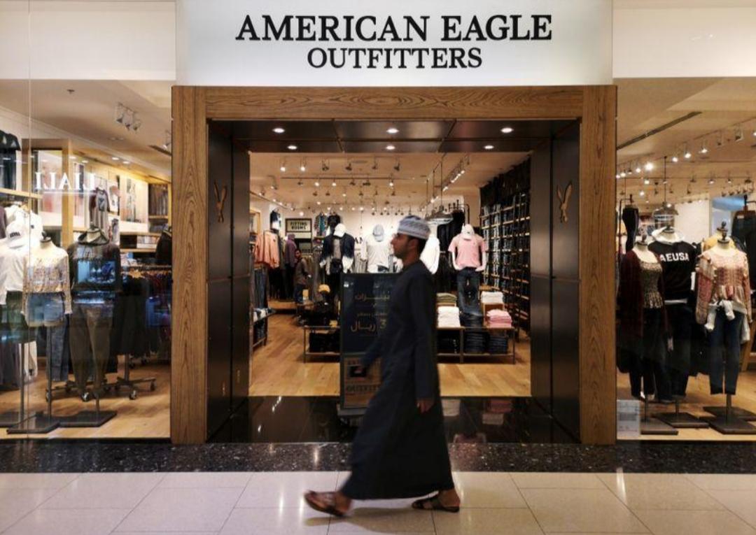 سلطنة عمان تعيد فتح المراكز التجارية