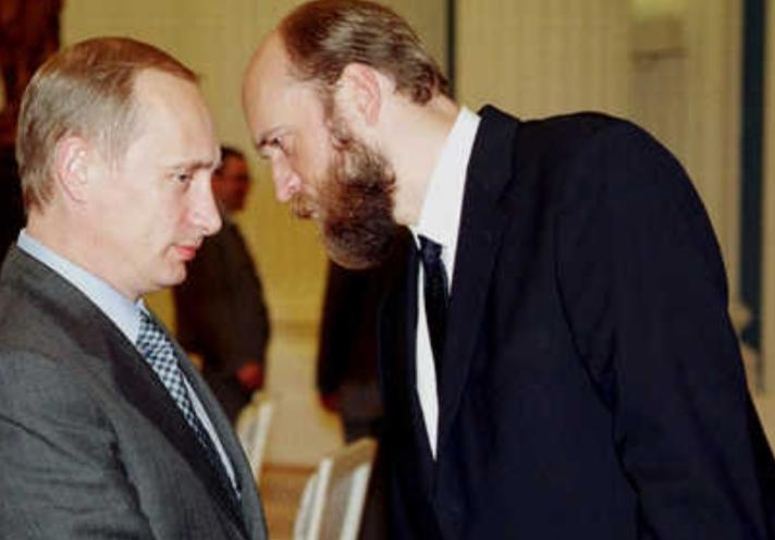 تسريب صور سرية لابنتي بوتين بعد خلاف مع ملياردير روسي
