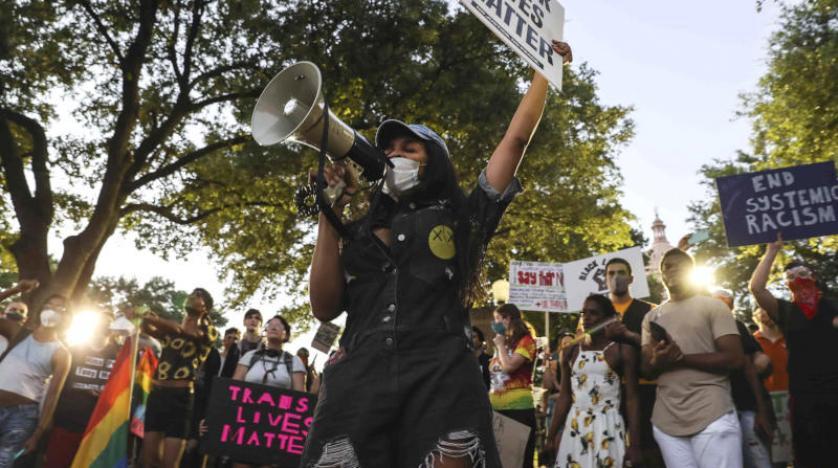 الآلاف يتظاهرون في شوارع واشنطن للاحتجاج على عنف الشرطة الأمريكية
