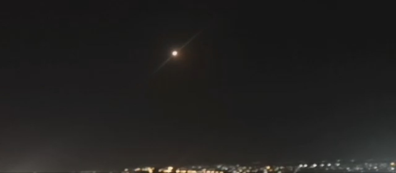 الإعلام الرسمي: الدفاعات الجوية السورية تتصدى لأهداف معادية في سماء دمشق