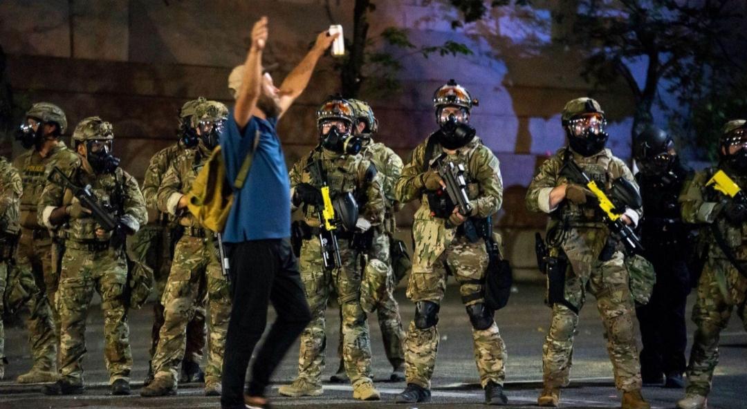 """""""نيويورك تايمز"""": في بورتلاند، القوات الفدرالية هي التي تشكل تهديداً"""