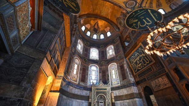 """""""آيا صوفيا"""": أبعد من كنيسة أبعد من جامع!"""