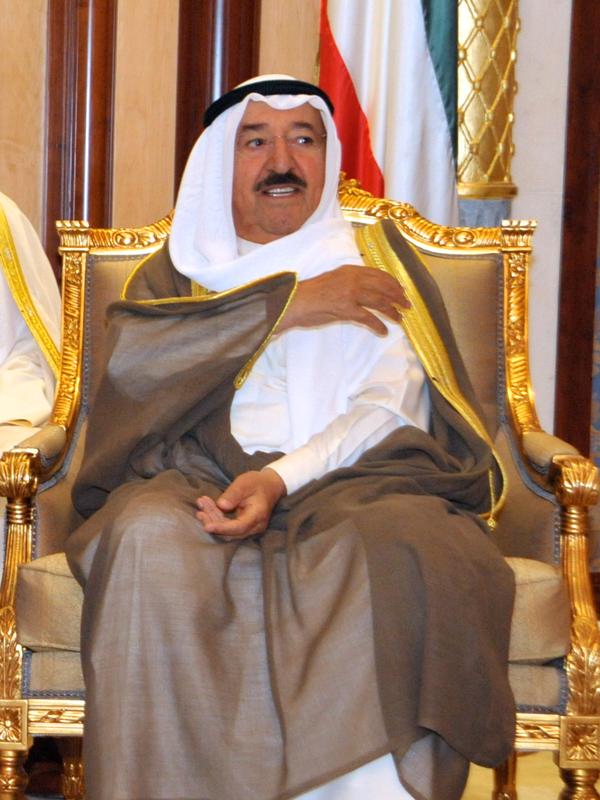 رئيس وزراء الكويت يبلغ الحكومة بأن صحة أمير البلاد في تحسن