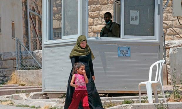 """""""ذا غارديان"""": الضم الإسرائيلي سيخنق سكان أريحا"""