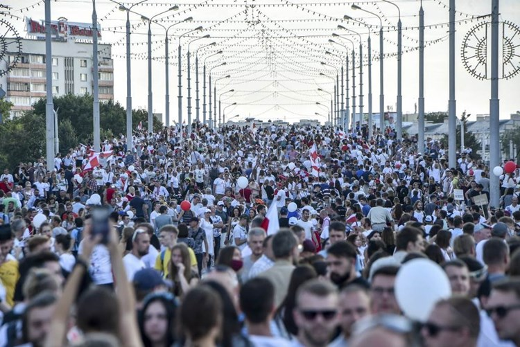 """""""نيويورك تايمز"""": بوتين لا يريد أوكرانيا أخرى في بيلاروسيا"""