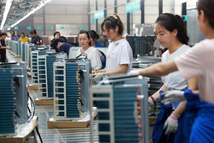 """""""بلومبرغ"""": خبراء يتوقعون ركوداً اقتصادياً عالمياً نهاية العام"""