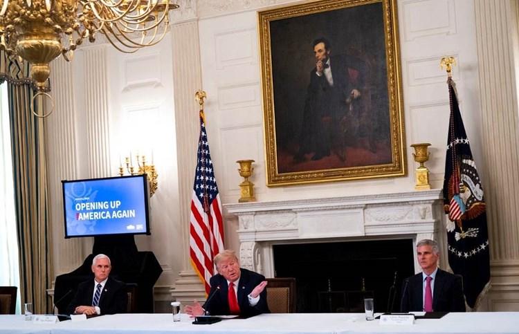 """هل الولايات المتحدة قريبة من تحقيق """"مناعة القطيع""""؟"""