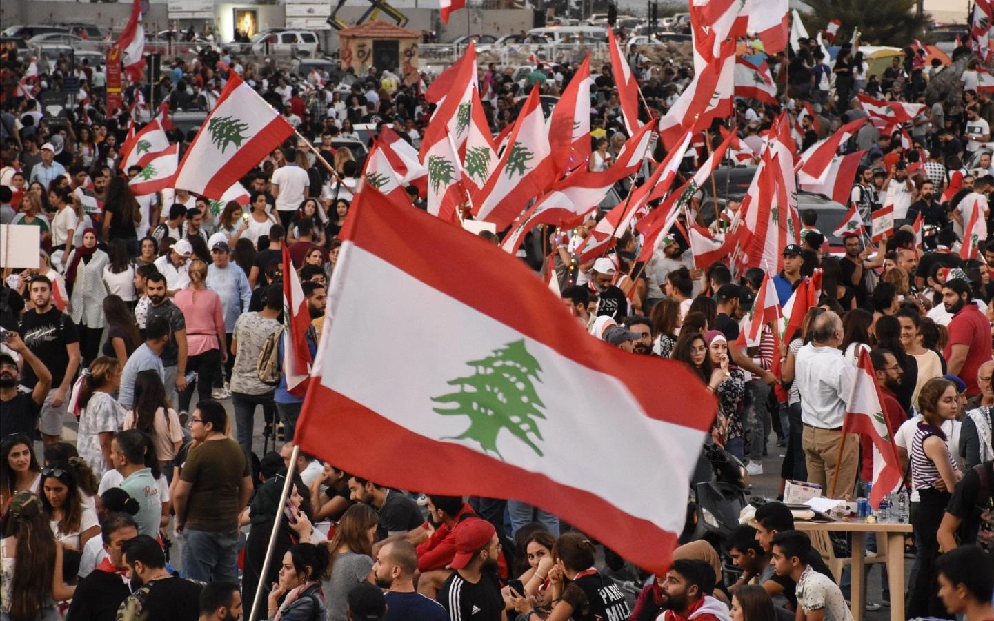 """لبنان يقترب من مواجهة """"كارثة اجتماعية"""""""