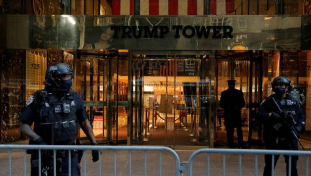 إزالة الحواجز المحيطة ببرج ترامب في نيويورك بعد أربع سنوات من نصبها