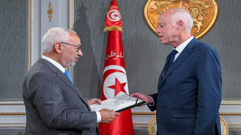 الصراع على السلطة في تونس يهدد باندلاع احتجاجات