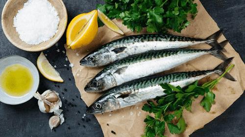 """دراسة: تناول الأسماك الزيتية مرتين في الأسبوع """"يحد"""" من خطر صحي قاتل!"""
