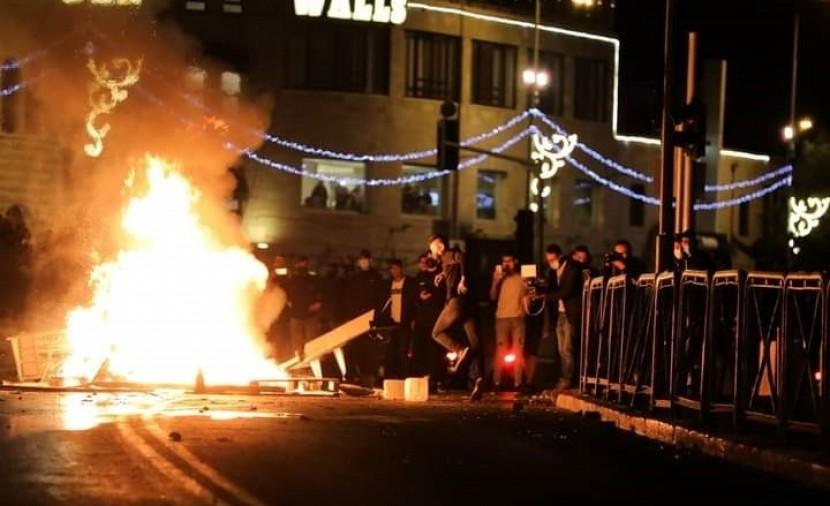 إصابة أكثر من 100 فلسطيني خلال مواجهات مع قوات الشرطة الإسرائيلية في القدس