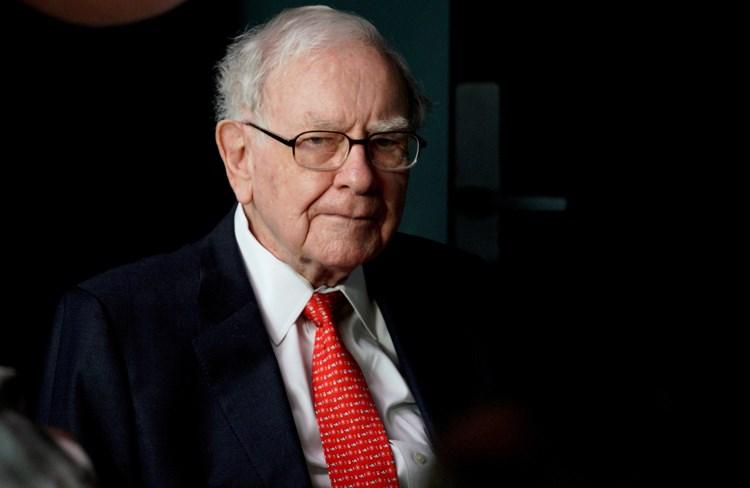 أغنى رجل في العالم يحذر من مخاطر التضخم في الاقتصاد الأميركي
