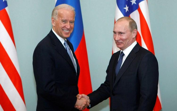 """""""ناشونال انترست"""": على بايدن تطبيع العلاقات ووقف التصعيد مع روسيا"""