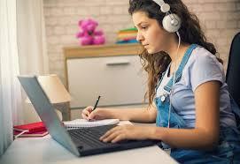 فوائد التعليم الإلكتروني للشباب