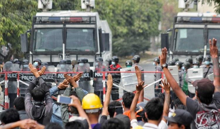 """""""نيويورك تايمز"""": ميانمار تعود مجدداً إلى أيام الرعب"""