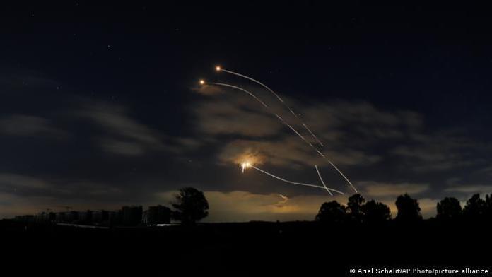 إطلاق 4 صواريخ من لبنان باتجاه المستوطنات الإسرائيلية