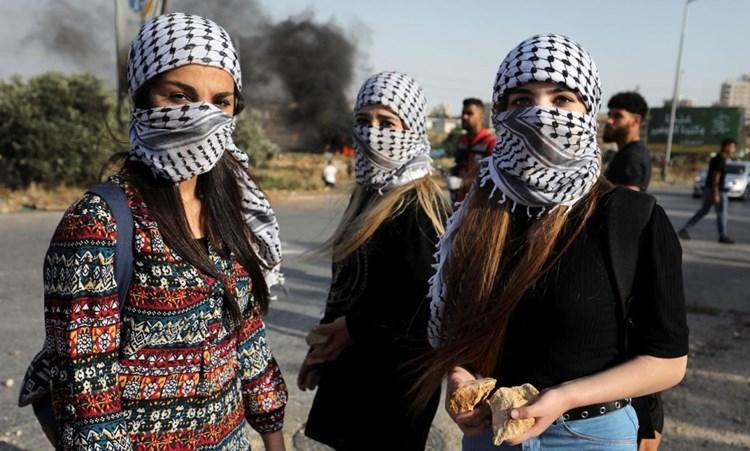 """""""ميدل إيست آي"""": الكوفية الفلسطينية.. جذورها ورمزيتها السياسية"""