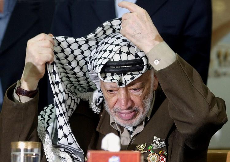لم تفارق الكوفية الزعيم الراحل ياسر عرفات