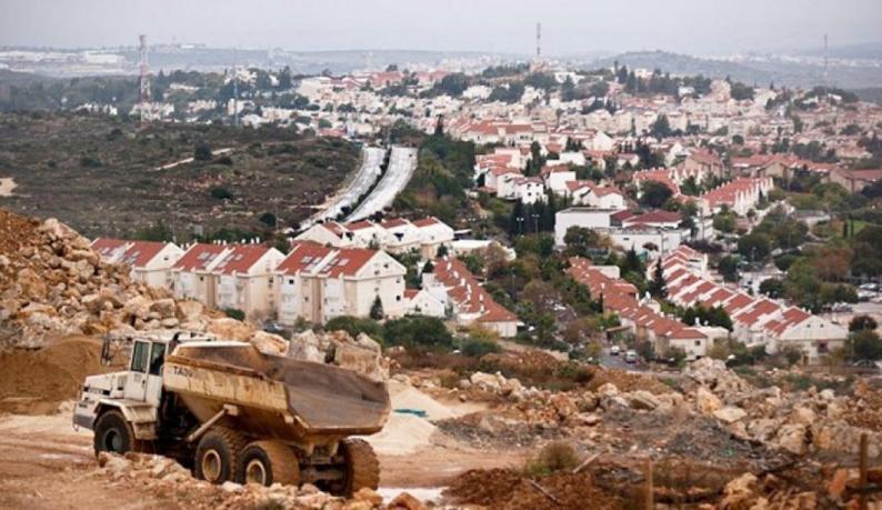 نفتالي بينيت يتعهد بالوقوف في وجه الضغوط الخارجية ومواصلة البناء في المستوطنات