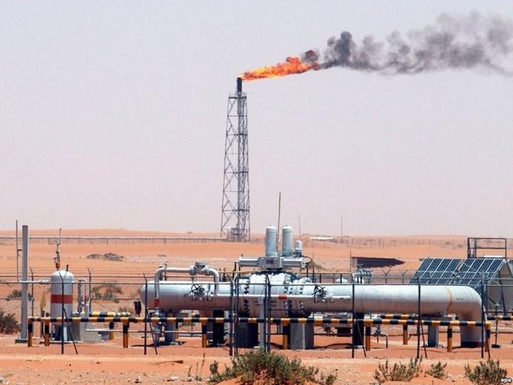 استعادة حقول النفط مدخل لإنهاء الأزمة الاقتصادية في سوريا.