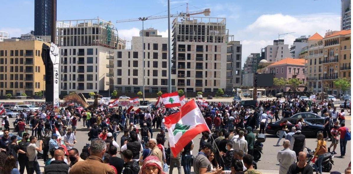 """""""هآرتس"""": إسرائيل قلقة من تفاقُم الأزمة في لبنان ومن تصوير إيران نفسها كـمنقذ"""
