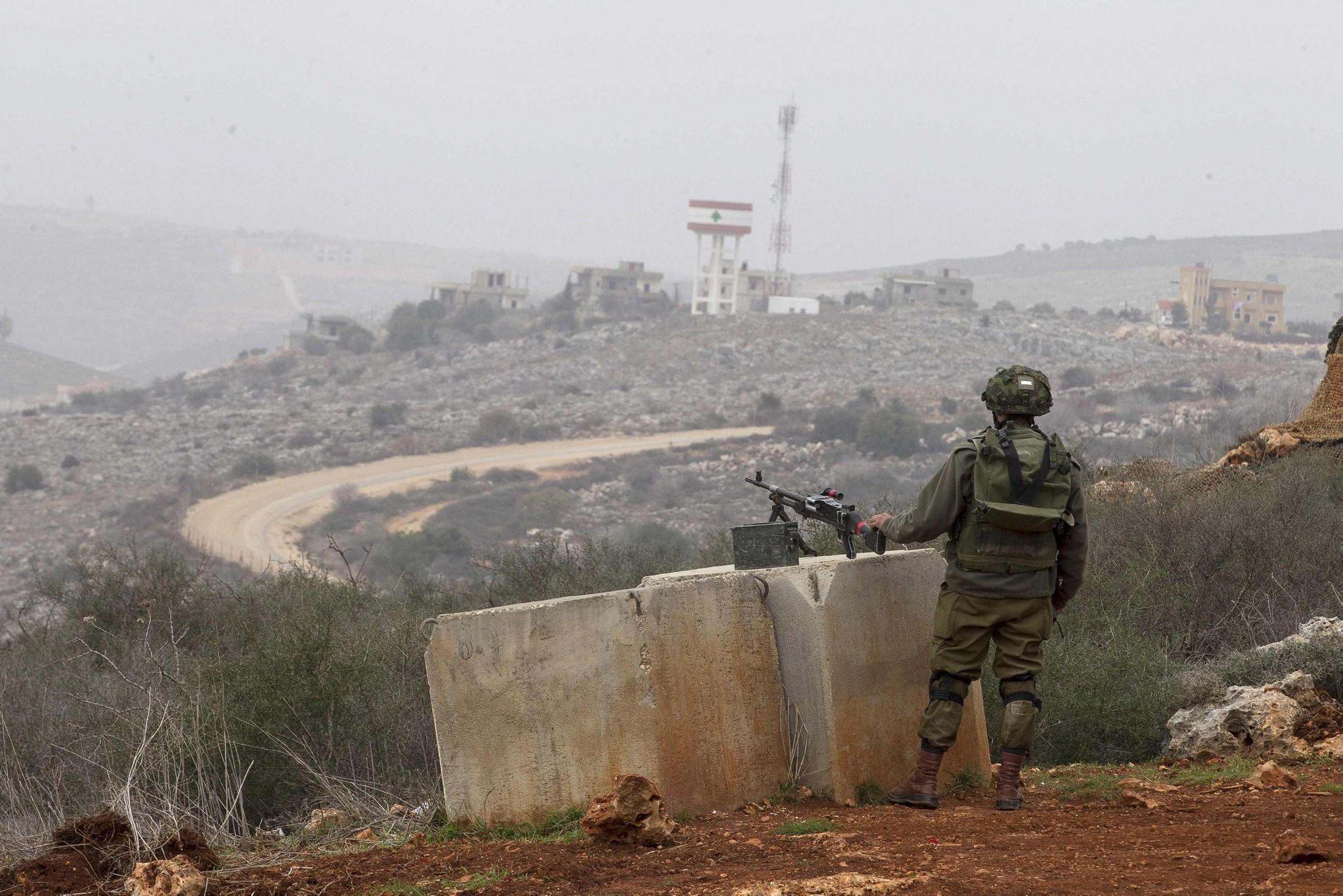 الجيش الإسرائيلي يعتقل شخصين تسللا من لبنان