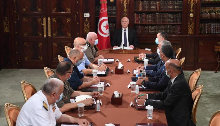 """تونس: الرئيس سعيّد ينقلب على """"النهضة"""" ويتولى السلطة التنفيذية"""