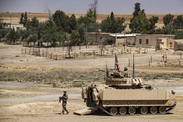 """""""بوليتيكو"""": بايدن سيبقي قواته في سوريا لمنع التواصل الجغرافي بين إيران ولبنان"""