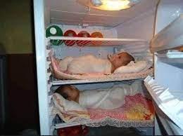 عراقي يضع أطفاله الثلاثة بالثلاجة لتبريدهم بضع دقائق