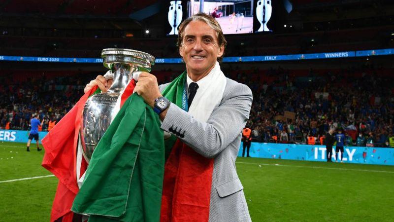 روبرتو مانشيني قاد إيطاليا إلى النهائي بعد سنوات من الغياب عن المنافسة