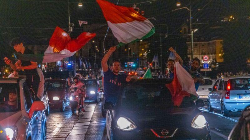 احتفالات في مدينة تورينو في إيطاليا بعد الفوز باللقب