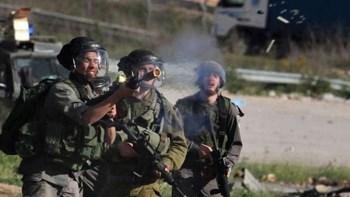 """إنزال العلم الإسرائيلي من مستوطنة """"إيفتار"""" في نابلس"""