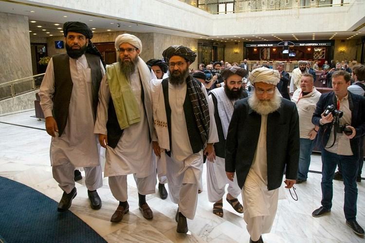 """مدير """"سي آي إيه"""" يعقد اجتماعاً سرياً مع زعيم """"طالبان"""" في كابول"""