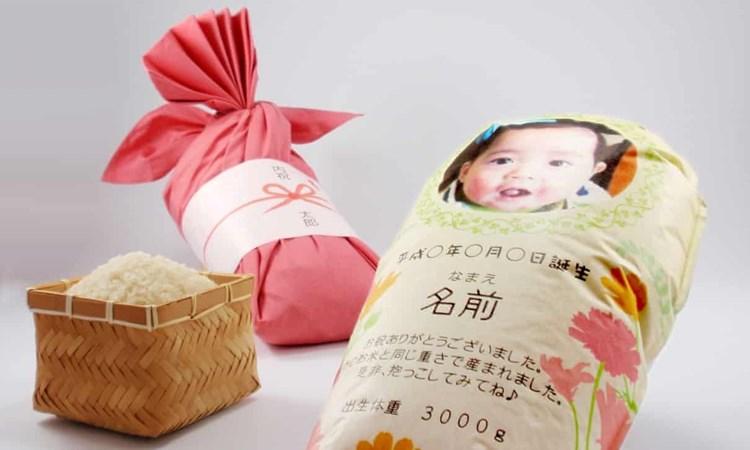 اليابانيون يرسلون لأقاربهم أكياس أرز لعناقها عوضاً عن الأطفال خلال الوباء
