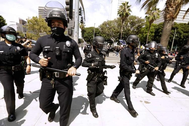شرطة لوس أنجلوس تجمع بيانات حسابات التواصل الاجتماعي لكل مدني توقفه
