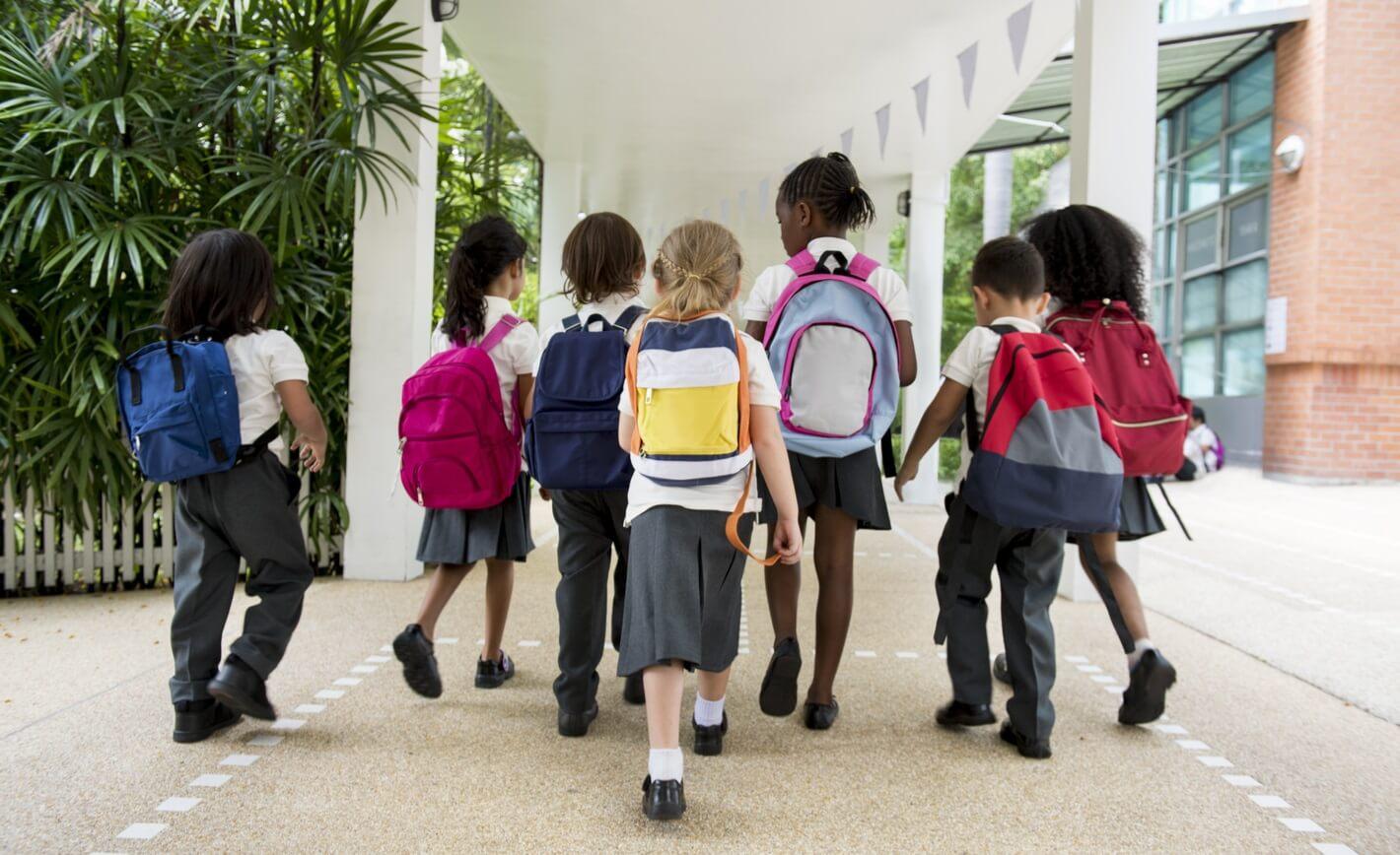 10 طرق لدعم الأهل أولادهم نفسياّ قبيل العودة الى المدرسة