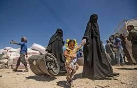 """""""واشنطن بوست"""": عشرات الجرائم في مخيم الهول.. ما هو دور نساء """"داعش""""؟"""