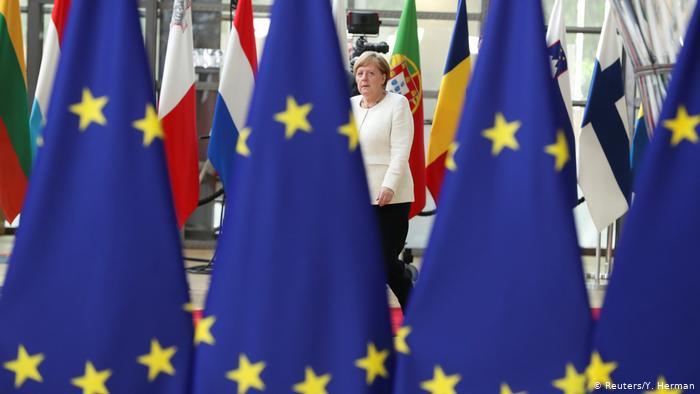 قادة الاتحاد الأوروبي يسعون لتوحيد صفّهم في مواجهة واشنطن وبكين